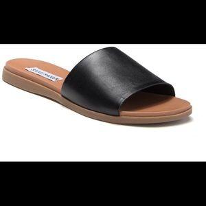Steve Madden NWT Kailey black sandals slippers